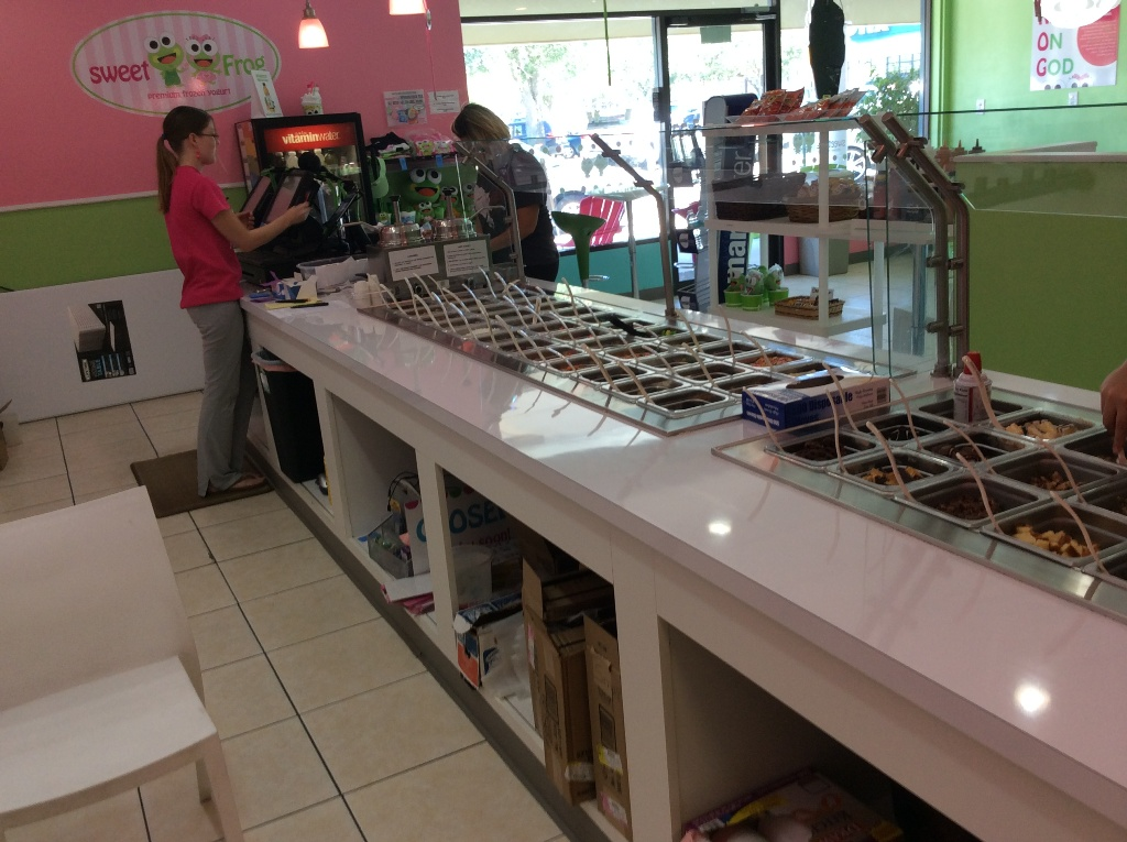 counter topping bar rail used for yogurt shop